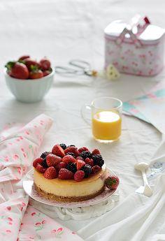 Cheesecake de chocolate blanco {horneado} con frutos rojos | ¡Qué cosa tan dulce! | Bloglovin'