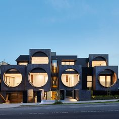 World Architecture Community News - Oversized circular windows dominate the facade of Cirqua Apartments in Melbourne Architecture Résidentielle, Modern Architecture Design, Facade Design, Innovative Architecture, Melbourne Apartment, Casas Containers, Brick Facade, Unique Buildings, Contemporary Apartment