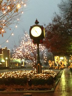 Town Square, Collierville, Tennessee 2013 ©Melinda Cox Hall (Peer Into The Past)