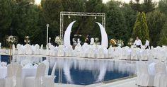 HOLIDAY INN BURSA 1.200 kişi kapasiteli (ziyafet düzen) Havuzbaşı, 1000 kişi kapasiteli (ziyafet düzen) Garden by Holiday Inn, 600 kişi kapasiteli (ziyafet düzen) Brousse Balo Salonu ve 300 kişi kapasiteli (ziyafet düzen) Kirmasti Salon'da hayallerinizdeki düğünü yaşayacaksınız.