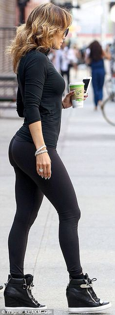 Jennifer Lopez - all black gym/workout wear