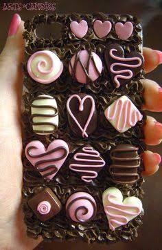 Casaca de celular de chocolates...