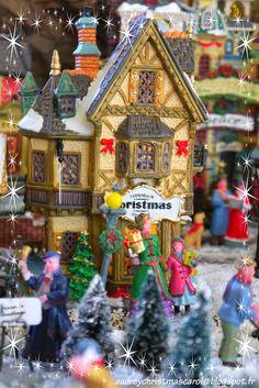 Lemax Christmas village 2014 : houses. The Tannenbaum Christmas gift shop. Visit our christmas blog on audreychristmascarol.blogspot.fr