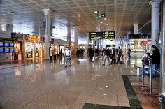 Er zijn verschillende grote vliegvelden in Spanje, onder andere Barcelona Airport. De steden in Spanje die erg populair zijn de hoofdstad Madrid, centraal gelegen in het land, Barcelona& Valencia beide gelegen aan de Middellandse Zee. Deze drie steden zijn allen goed te bereiken via de Nederlandse luchthavens, voornamelijk Barcelona Airport is de voordeligste keuze om naar toe te vliegen. For more information please visit us - http://www.airportbarcelona.nl/