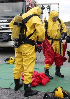 Masked protection Hazmat Suit, Gas Masks, Rain Gear, Stencil, Gears, Suits, Blog, Natural Rubber, Boots