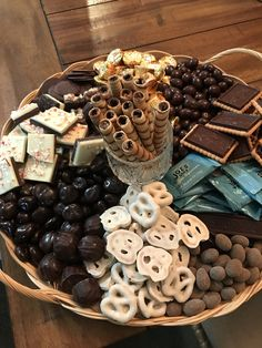 Mini Reese's Cups, chocolate/coconut almonds, raspberries chocolate wafers, dark chocolate fruit and Party Food Platters, Party Trays, Snacks Für Party, Mini Party Appetizers, Snack Trays, Holiday Treats, Christmas Treats, Christmas Baking, Holiday Recipes