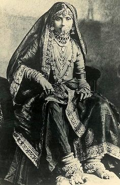 Here's something we don't see on a modern Indian Bride; dressed from top to toe in fine jewellery probably consisting of precious stones, pearls, gold and silver. I'm not sure how far back this picture dates to but from looking at it, probably late C Indian Attire, Indian Outfits, Gagra Choli, Mode Costume, History Of India, Vintage India, Indian Heritage, India Fashion, Asian Fashion