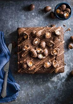 Try our creme egg brownie cake recipe. This easy chocolate cake and chocolate brownie recipe with Cadburys creme eggs make for an easy dark chocolate treat Tray Bake Recipes, Brownie Recipes, Cake Recipes, Chocolate Traybake, Chocolate Brownies, Chocolate Topping, Fudge Cake, Brownie Cake, Easter Treats