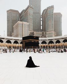 Uploaded by Find images and videos about islam and muslim on We Heart It - the app to get lost in what you love. Mecca Masjid, Masjid Al Haram, Mecca Wallpaper, Islamic Wallpaper, Islamic Images, Islamic Pictures, Muslim Images, Mekka Islam, Mekkah