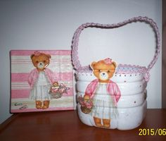 "Conjunto ""Ursinha"" - tela e cestinho / ""Little Bear"" set - frame and basket"