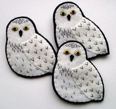 by Lupin: Snowy Owls. Very Hedwig I think! Felt Owls, Felt Birds, Felt Animals, Felt Christmas Ornaments, Christmas Crafts, Softies, Felt Embroidery, Owl Crafts, Art Textile