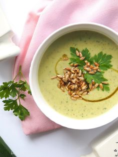 Cheeseburger Chowder, Thai Red Curry, Good Food, Food And Drink, Ethnic Recipes, Food Ideas, Merry, Soups, Yummy Food