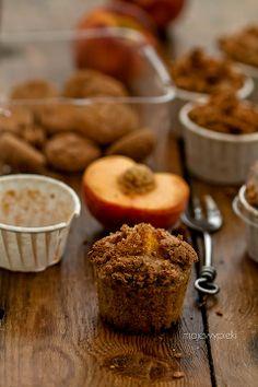 Orkiszowe muffinki z brzoskwiniami i amaretti