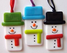 Fused Glass Snowman (Ages 14 only) Fused Glass Ornaments, Clay Ornaments, Fused Glass Jewelry, Fused Glass Art, Mosaic Glass, Glitter Ornaments, Handmade Ornaments, Glass Fusing Projects, Stained Glass Projects