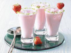 Rhabarber-Erdbeer-Smoothie - mit Quark - smarter - Kalorien: 133 Kcal - Zeit: 10 Min. | eatsmarter.de Rhabarber und Erdbeeren sind ein gutes Gespann.