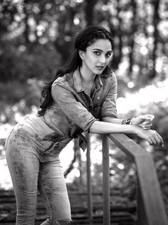 15 Stunning Pictures of Kiara Advani, who will soon be seen in M. Dhoni- The Untold Story- Kiara bnw 2 Bollywood Images, Bollywood Actress Hot Photos, Bollywood Girls, Beautiful Bollywood Actress, Most Beautiful Indian Actress, Bollywood Actors, Actress Photos, Beautiful Actresses, Bollywood Saree