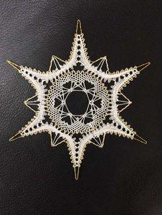 Pin Weaving, Bobbin Lacemaking, Bobbin Lace Patterns, String Art Patterns, Crochet Stars, Lace Heart, Lace Jewelry, Lace Making, Christmas Deco