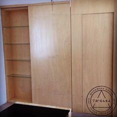 Una vista más clara de las puertas y del nicho. #tricasa #woodworkgroup #excelenciaencarpinteria #tumejoropcion