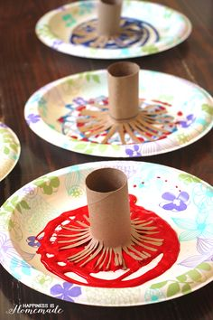 Fireworks painting is a quick and easy 4th of July kids craft activity that can keep little ones entertained for ages! Lots of fun for kids ages 2-10!