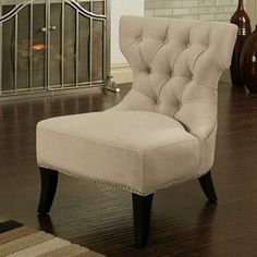 Classy tufted chair