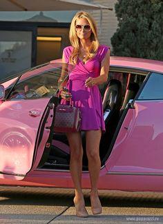 Пэрис Хилтон не удалось убежать от образа «блондинки в розовом». ФОТО