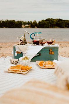 Date night idea-late summer picnic - A Life Unfolding Beach Picnic, Summer Picnic, Outdoor Bathtub, Fall Table Settings, Al Fresco Dining, Cozy Living, Late Summer, Outdoor Cooking, Cozy House