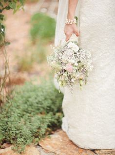 Simple and refreshing bridal bouquet made of baby's breath and pastel wildflower buds for Southern Rustic Chic style wedding | Photo: Papere...