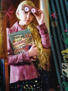 Luna Lovegood in Harry Potter movie. Danks diese Brille, konnte Luna, im Film, HP aus eine misslige Lage befreien (statt Tonks die es im Buch macht).
