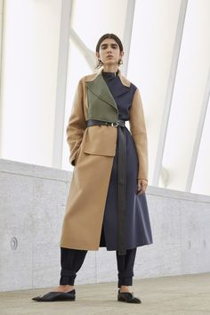 The complete Sportmax Resort 2019 fashion show now on Vogue Runway. Model Sportmax Resort 2019 Fashion Show Look Fashion, Trendy Fashion, Winter Fashion, Fashion Outfits, Fashion Design, Fashion Trends, Fashion 2018, Fashion Models, Latest Fashion