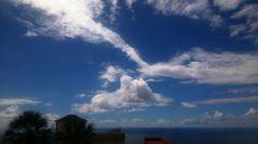 A veces hay nubes que parecen caritas mirando otras nubes