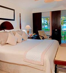 Royal-hideaway-playacar-resort_rooms_001 @Katie Sims This is Katie & Jared's room! Ho Ho Ho, gotta go go go!
