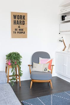 Homes neon: White and minimal London flat - details of chair ercol armchair living room Ercol Chair, Ercol Furniture, Design Furniture, Upholstered Chairs, Diy Interior, Interior Exterior, Room Inspiration, Interior Inspiration, Le Logis