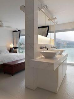 Luxury bathroom design of a beachfront house. One of my faves. Beach House Bathroom, Open Bathroom, Master Bedroom Bathroom, Master Bedroom Design, Home Bedroom, Bathroom Windows, Bathroom Wall, Modern Bedroom, Bathrooms