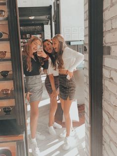 40 New Street Wear Style Outfits Ideas To Look Cool – Trendy Fashion Ideas Cute Friend Pictures, Friend Photos, Cute Photos, Bff Pics, Best Friend Fotos, Shotting Photo, Best Friend Photography, Insta Photo Ideas, Cute Friends