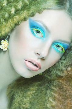 Yellow eyelashes - Blue eyeshadow