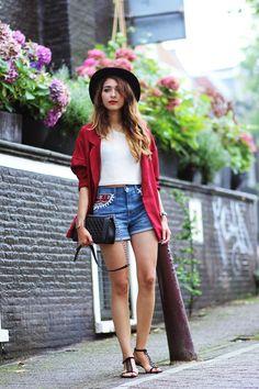Hat: Asos Blazer: Romwe Top: NowIstyle Customize shorts: Levis Sandals: Zara Vintage bag: Chanel Boy bag Lipstick: Mac Watch: Daniel wellington