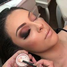 78 gorgeous eye makeup looks ideas 42 Glam Makeup, Dope Makeup, Dramatic Eye Makeup, Glamorous Makeup, Bridal Makeup, Makeup Tips, Hair Makeup, Pink Makeup, Makeup Goals