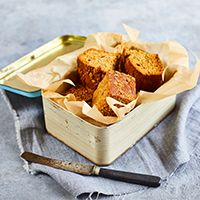 Our Parkin recipe is a classic autumnal cake with an extra kick of warming ginger. Easy to make and a lovely treat to take to a halloween or bonfire party. Parkin Recipes, Ginger Syrup, Baking Parchment, Porridge Oats, Square Cakes, Golden Syrup, Cake Tins, Oven, Kitchen