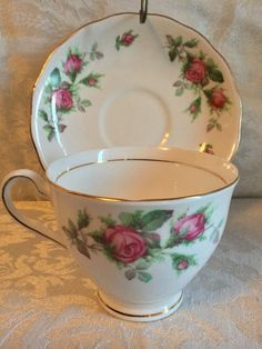 Vintage Colclough Rose Cluster Teacup and Saucer Vintage Teacups, Vintage Roses, Cup Tattoo, Cuppa Tea, China Tea Cups, China Patterns, Teller, Glass Collection, Tea Cup Saucer