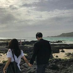 Image about love in ulzzang couples; Couple Beach, Love Couple, Cute Relationship Goals, Cute Relationships, Couple Ulzzang, Couple Goals Cuddling, Couple Aesthetic, Korean Couple, Photo Couple