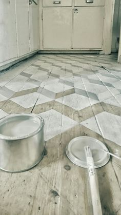 Best Classic Painted Floor Tiles to Look Amazing Best Classic Painted Floor Tiles to Look Amazing – REPAR Painted Wood Floors, Painted Rug, Concrete Floors, Painted Floor Tiles, Paint Tiles, Best Flooring, Kitchen Flooring, Floor Design, Tile Design