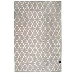 Matta Trellis Grå 140x200 cm från Classic Collection, yllematta i grå/vit geometriskt mönster