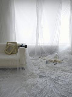 Čím zakrýt nábytek při malování Toddler Bed, Curtains, Furniture, Home Decor, Child Bed, Blinds, Decoration Home, Room Decor, Home Furnishings