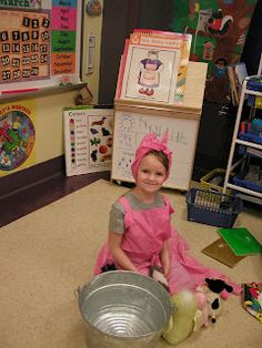 Recently, in Lee County, VA I saw several wonderful drama work stations in action! This kindergarten class is retelling a familiar story wit. Preschool Books, Kindergarten Literacy, Early Literacy, Literacy Activities, Literacy Bags, Drama Activities, Preschool Farm, Word Work Activities, Preschool Themes