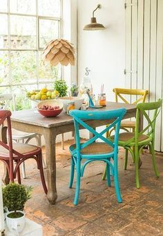 20 Mismatched Dining Chairs for An Impressive Antique Style Woven Dining Chairs, Kitchen Table Chairs, Mismatched Dining Chairs, Table And Chairs, Kitchen Decor, Folding Chairs, Dining Room, Dining Table, Deco Retro