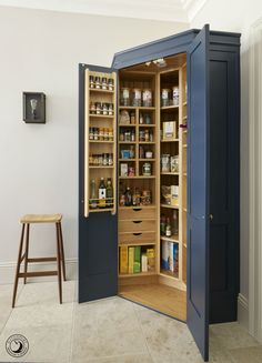 The Holkham corner pantry provides storage for all the family's dried food. A combination of drawers, shelves and spice racks ensure that each ingredient has a designated place.