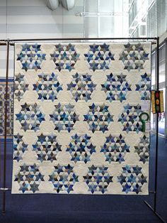 Blue Mountain Daisy: Dancing through the Sydney Quilt Show 2012 ... A blue Seven Sisters quilt... beautiful!