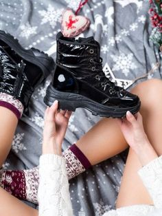 Pohodlné snehule High Top Converse, Converse Chuck Taylor High, High Top Sneakers, Chuck Taylors High Top, High Tops, Shoes, Fashion, High Top Converse Outfits, Moda