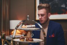 Looking for that sweet getaway?  Discover Four Seasons 'Festive Afternoon Tea' on Man Meets Fashion. . . #afternoontea #teatime #tealovers #festive #holidayseason #fourseasons #fourseasonshotel #parklane #mayfair #london #luxuryhotels #londonhotels #onthetable #foodie #cake #londoneats #champagne #veuveclicquot  #manmeetsfashion #lifestyle #menswear #mensstyle #mensfashion www.manmeetsfashion.com