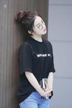 Check out Black Velvet @ Iomoio Irene Red Velvet, Exo And Red Velvet, Black Velvet, Mode Ulzzang, Ulzzang Girl, Seulgi, Kpop Girl Groups, Kpop Girls, Korean Girl